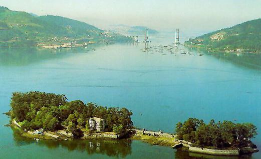 La isla de San Simón fue clave para el desarrollo inicial del puerto