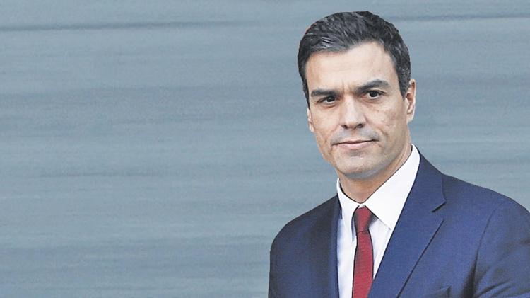 PEDRO EL GUAPO SE RODEA DE MUJERES