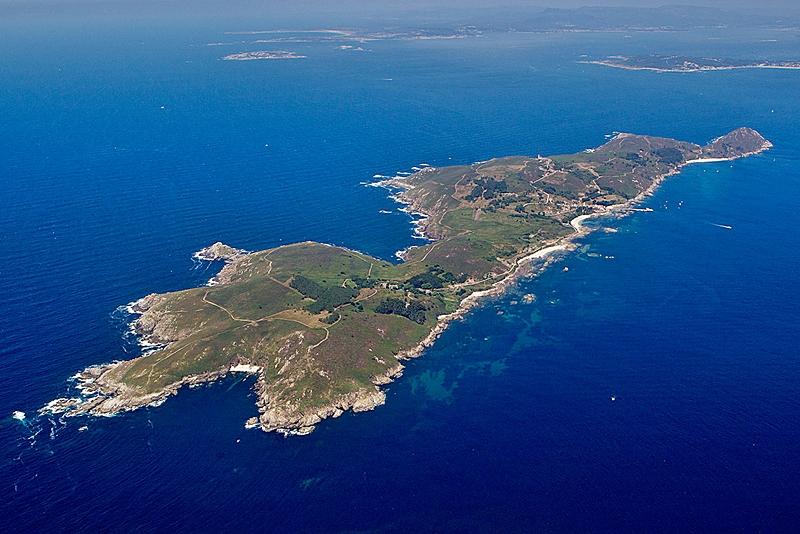 La hermosa Isla de Ons tiene una | enrevesada memoria reciente