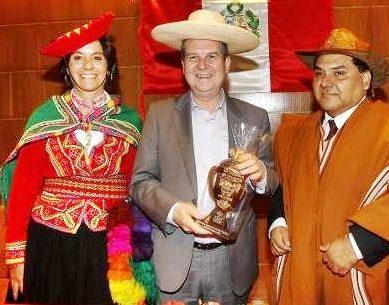 EL ALCALDE ABEL CABALLERO Y EL CONSULADO DE PERÚ EN VIGO