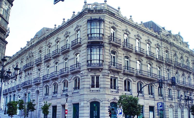 ABANCA EN VIGO | Se hizo con el | gran botín | de los edificios | más emblemáticos | de la antigua Caixanova